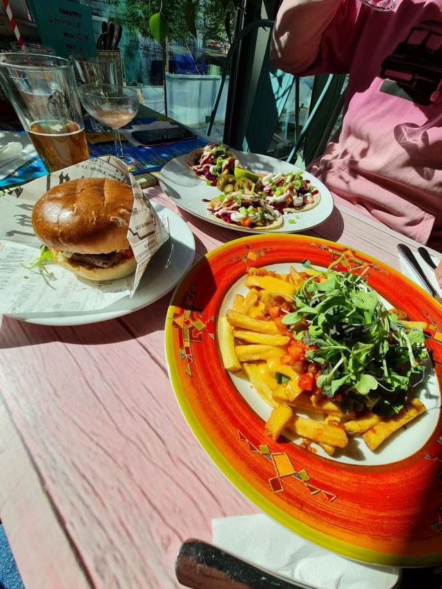 Daddy Green burgeri, ladatut ranet sekä erinomaiset Meatningles tacot.