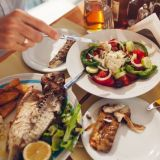 Helpotusta Kreikka-ikävään: 4 x huippuhyvää kreikkalaista ravintolaa pääkaupunkiseudulla
