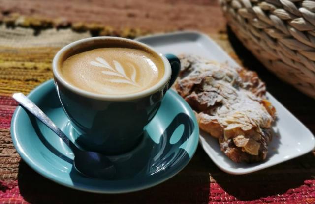Sävy suhtautuu kahviin suurella intohimolla.