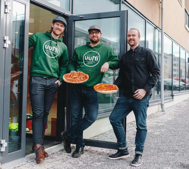 Ville Tappola, Lauri Kokko ja Kim Rantanen pyörittävät UUNI-pizzerioita Turussa ja Naantalissa.