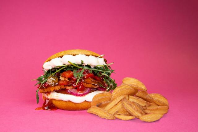 Mehevä Halloumi-burgeri on testaamisen arvoinen elämys.