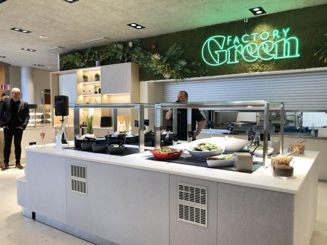 Matti Karvonen ja Jussi Koponen kertoivat yleisölle GreenFactorysta ennakkoavajaisissa.