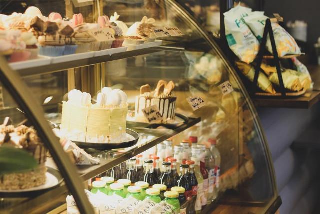 Frangipanin näyttävät leivonnaiset vievät kielen mennessään.
