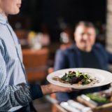 10 mokaa, joihin moni meistä sortuu ravintolareissulla - ethän tee näin?