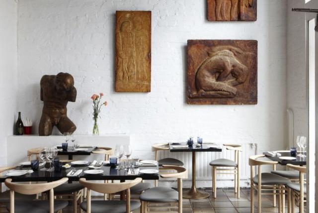 Ravintola Ateljé Finnen nimi juontaa kuvanveistäjä Gunnar Finnestä (1886-1952), joka piti aikanaan samaa tilaa ateljeenaan.
