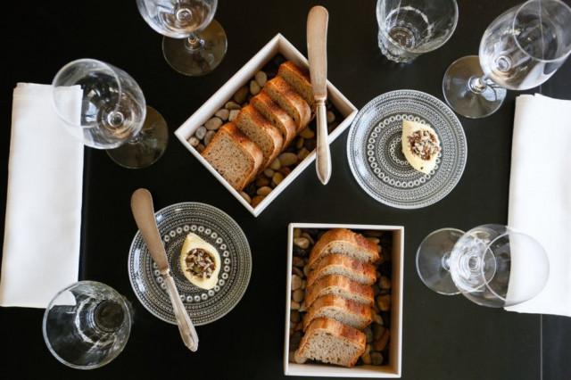 Kaskiksen lautasilla nähdään paljon ravintoloitsijoiden luonnosta keräämiä raaka-aineita.