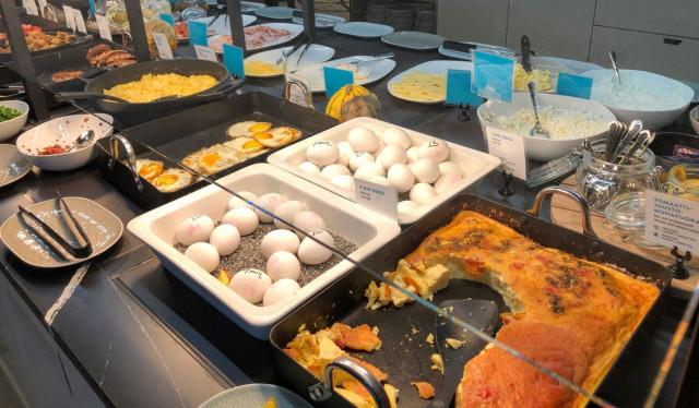 Grand Central Helsingin aamupalalta löytyy muun muassa kananmunaa neljällä (!) eri tavalla.