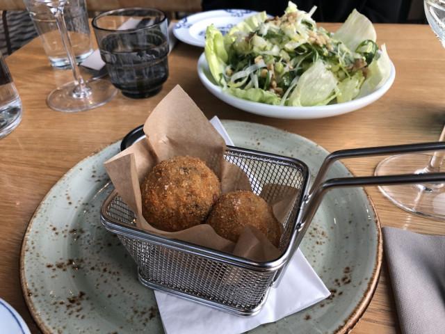 Uppopaistetut riisipallot, arancinat, ovat sisilialainen erikoisuus.