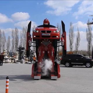 Katso, kuinka tavallinen auto muuttuu jättimäiseksi Transformers-robotiksi