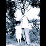 Isä ja tytär ottivat yhteiskuvan 35 vuoden ajan