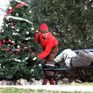 Video: YouTube-pilailijat tuovat kodittomille joulun nenän eteen – kirjaimellisesti