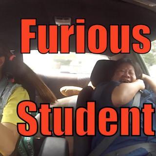 Ammattikuski jekuttaa autokoulunopettajaa tällä hauskalla videolla