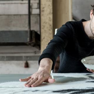 Et usko silmiäsi, kun taiteilija nostaa pystyyn jättimäisen taideteoksensa